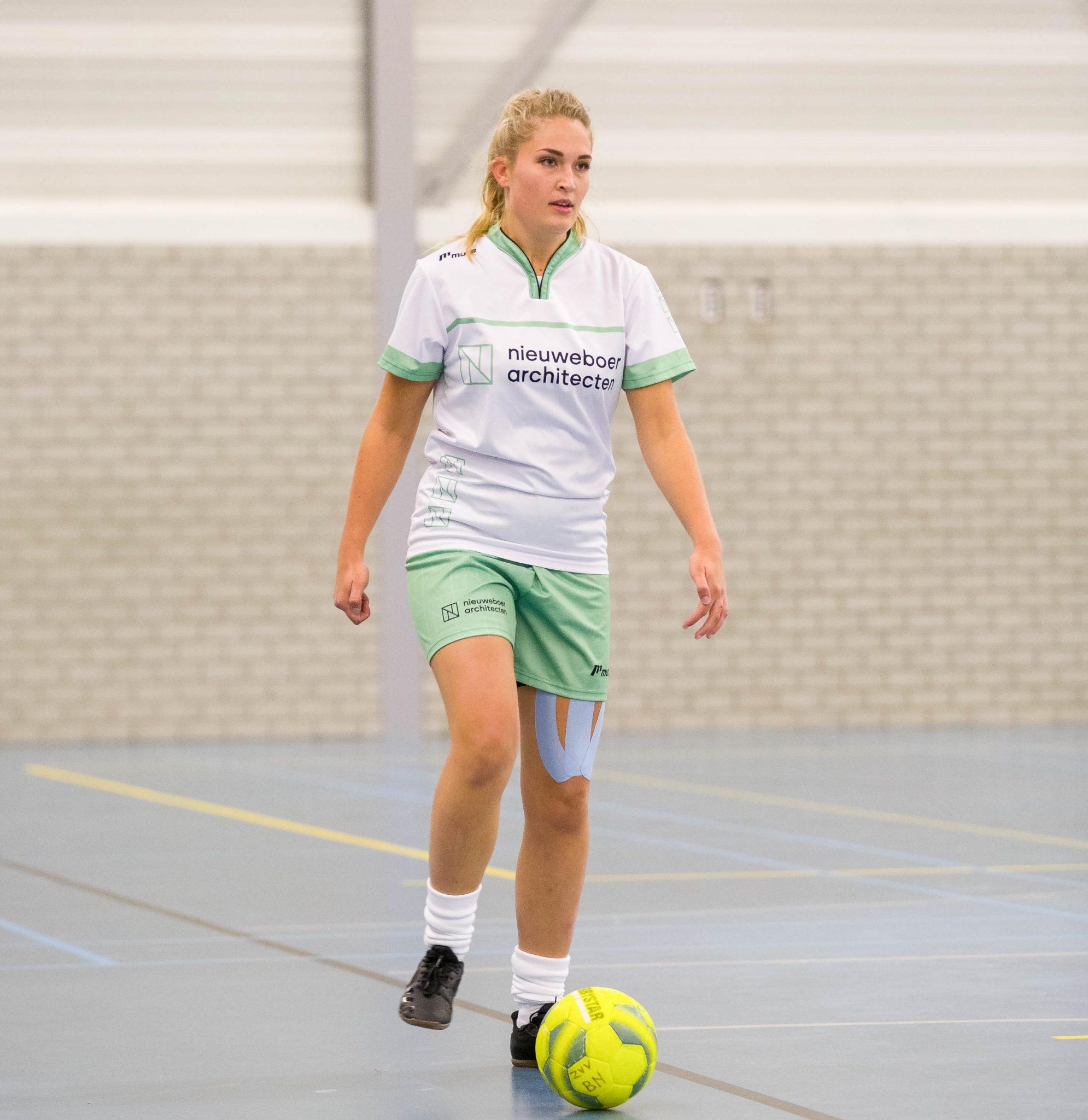 Nieuweboer VR1 blijft met 5e overwinning op koers